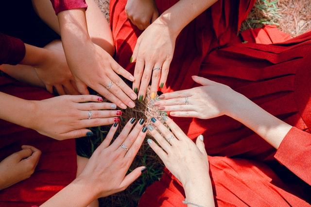 každá žena preferuje jinou barvu laku na nehty