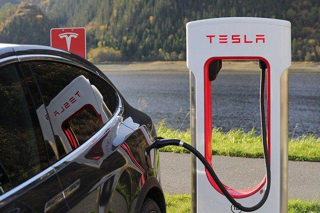 dokovací stanice Tesla